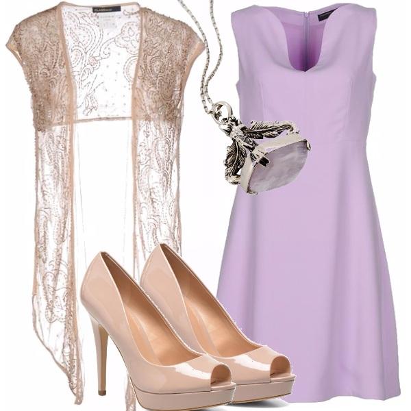 Outfit Glicine, beige e gioiello vintage