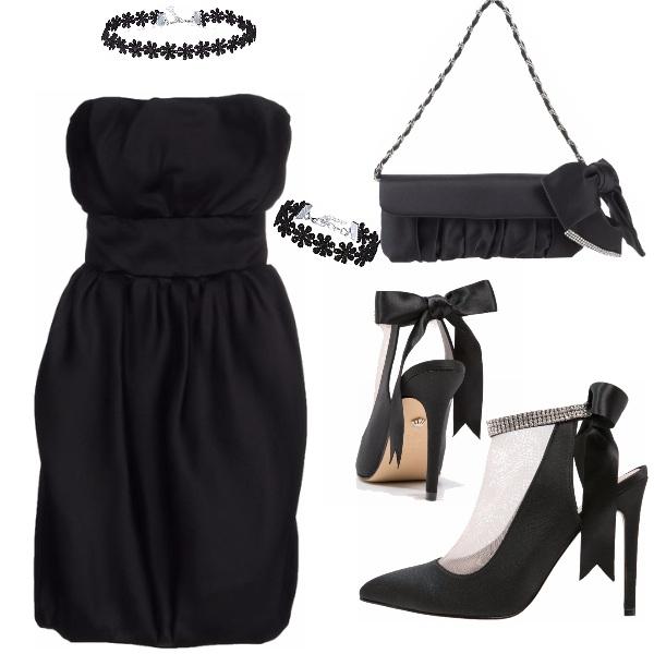 Outfit Seta nera e décolleté velate