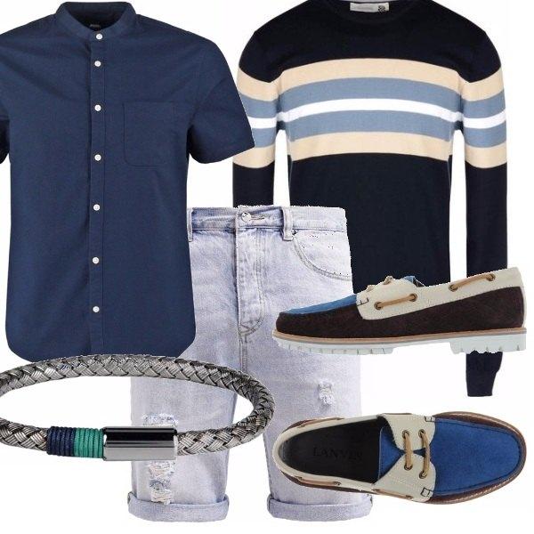 Outfit Camicia blu e bermuda in jeans