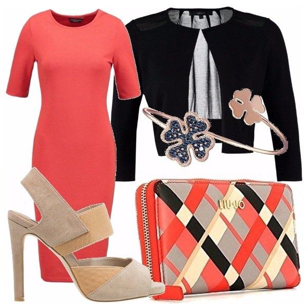 Outfit Corallo nero e beige