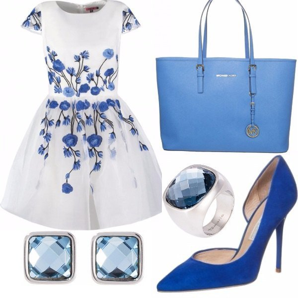 Outfit blue.