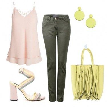 Outfit I sandali tricolore