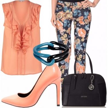 Outfit Salmone e fiori