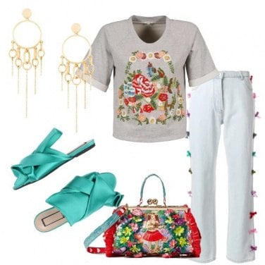 Outfit T-shirt con perline e mules