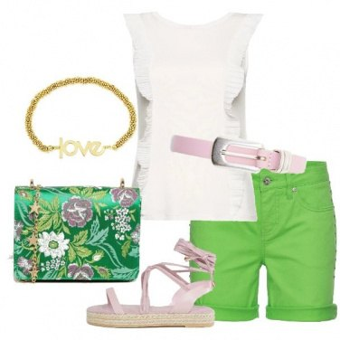 Outfit Romantica in shorts