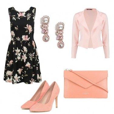 Outfit Nero e salmone
