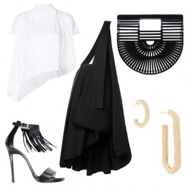 Outfit I sandali con le frange
