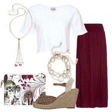 Outfit T-shirt corta e pochette floreale