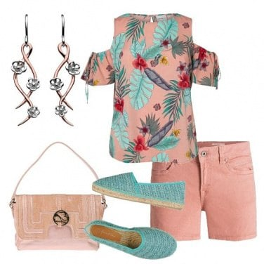 Outfit Blusa in fantasia ed espadrillas