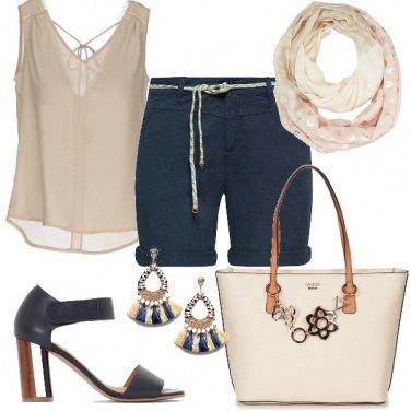 Outfit Tacchi comodi e bermuda