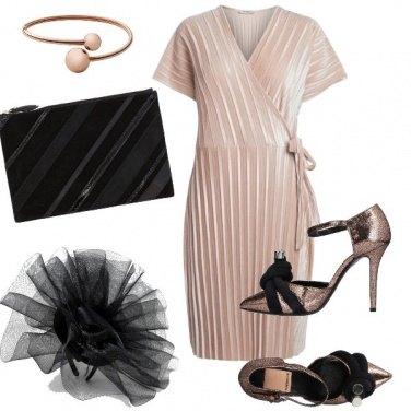 Outfit L'abito incrociato e plissettato