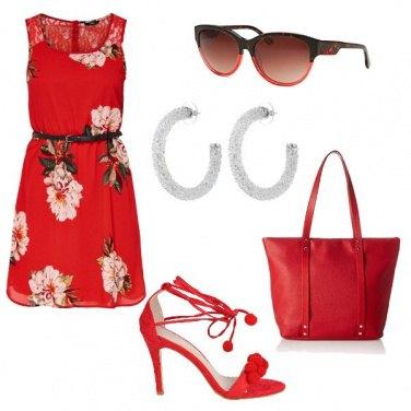Outfit I sandali con i pon pon