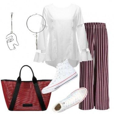 Outfit Camicetta bianca con inserti in rete