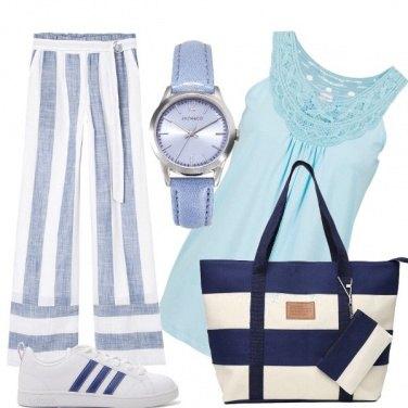Outfit A righe bianche e blu