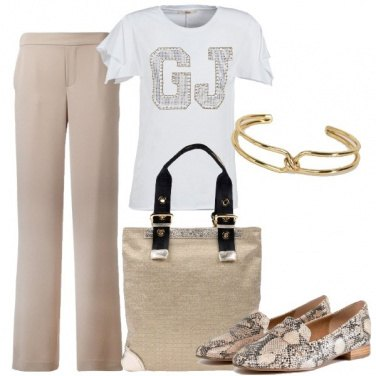 Outfit Bianco, beige ed oro