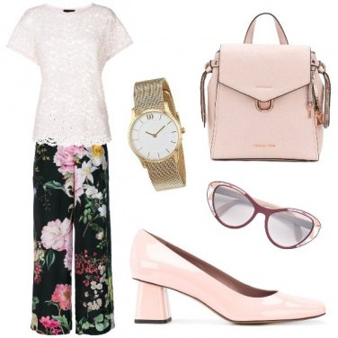 Outfit Il pantalone a fiori per l\'ufficio