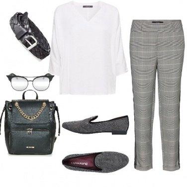 Outfit Trendy, con scarpe e zaino