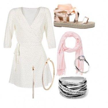Outfit Bianco e rosa ingioiellato