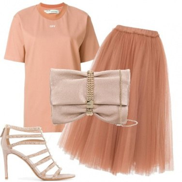 Outfit T-shirt e gonna in tulle