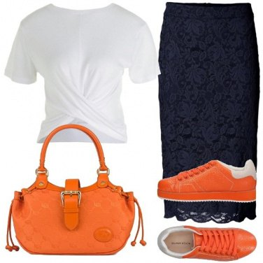 Outfit Gonna classica con t-shirt e sneakers