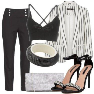 Outfit Crop top e giacca a righe per la sera