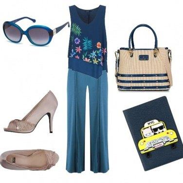 Outfit Pantalone tinta unita e maglia fantasia