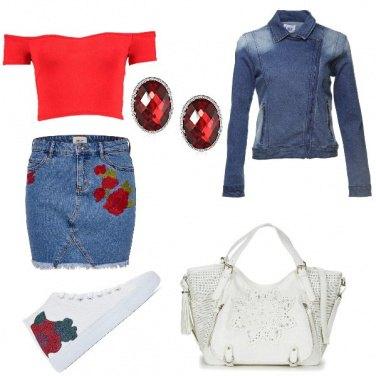 Outfit Mini di jeans e sneakers