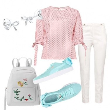 Outfit Pantalone bianco e blusa a pois