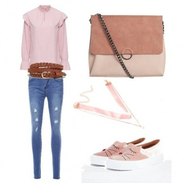 Outfit Le sneakers coi baffi