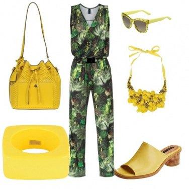 Outfit Tutta tropicale con accessori gialli