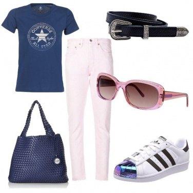 Outfit Jeans e occhiali rosa