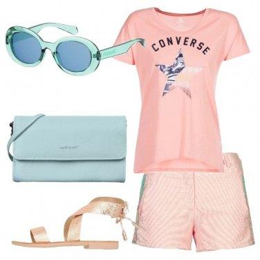 Outfit Rosa e dettagli verde acqua