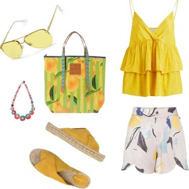 Outfit Basic, giallo chic al mare