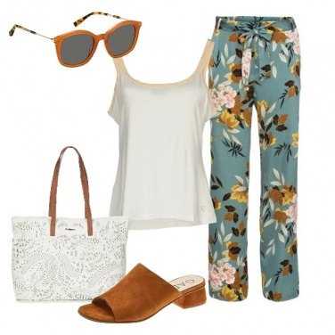 Outfit Il pantalone in fantasia floreale