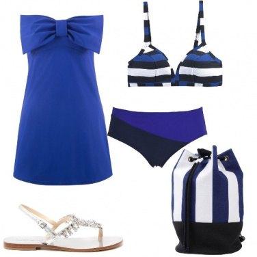 Outfit A mare a righe bianche e blu