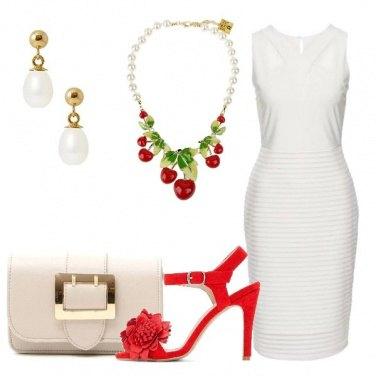 Outfit Vestito bianco e accessori speciali