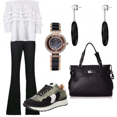 Outfit Bianco, nero e sneakers