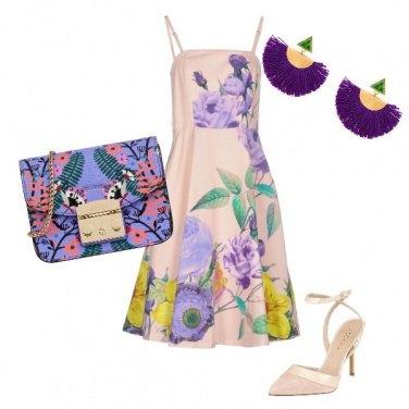 Outfit Vestito floreale e borsa viola