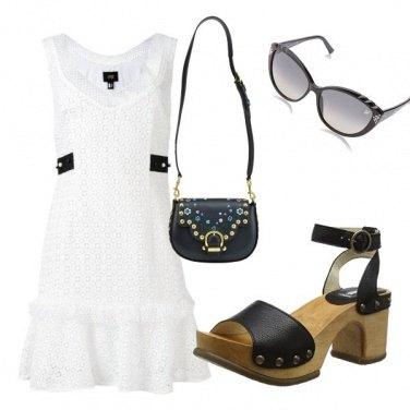 Outfit Zoccoli e occhiali fashion