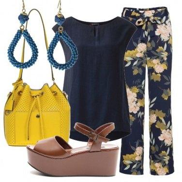 Outfit Con i pantaloni floreali