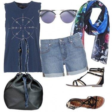 Outfit Blu e nero insieme, si può