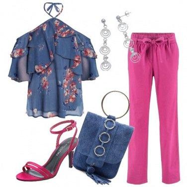 Outfit Pantalone fucsia e blusa con volant