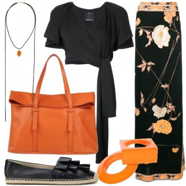 Outfit Easy chic con la gonna floreale