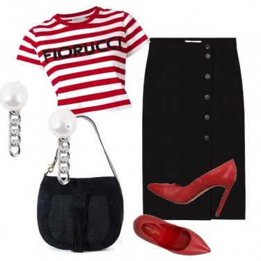 Outfit Gonna tubino nero e t-shirt crop