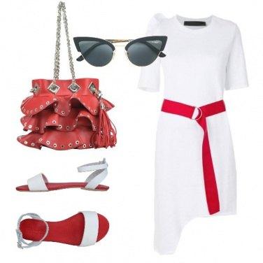 Outfit Vestito t-shirt e sandalo flat