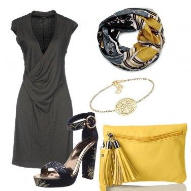 Outfit Accessori senape e oro