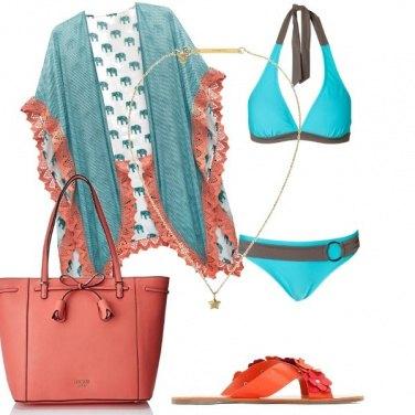 Outfit Turchese ed albicocca al mare