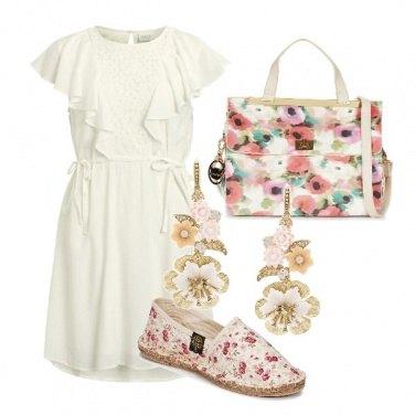 Outfit Romantica con pizzo e fiori