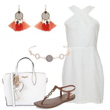 Outfit Abito bianco con scollo incrociato