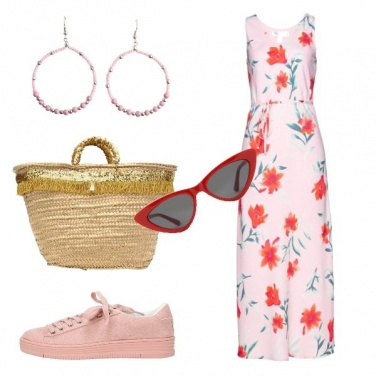 Outfit Vestito lungo floreale e sneakers